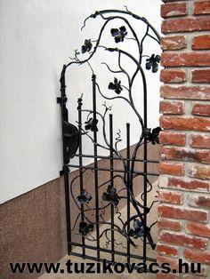 Modern szőlőindás kovácsoltvas kapu