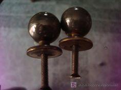 Dos pequeños tiradores de metal, 2,5cm, 4 €
