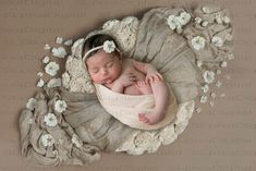 Pregnancy Information, Pregnancy Advice, Baby Kicking, Digital Backdrops, Photo Backdrops, After Baby, Baby Arrival, Pregnant Mom, Baby Needs