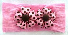 Faixa para bebe em meia de seda com flor de tecido.  A flor mede aproximadamente 5 cm cada.  Faixa Etária: 0 a 2 anos de idade. R$ 9,90