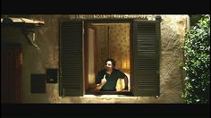Il primo teaser trailer del nuovo film commedia con Christian De Sica e Enrico Brignano I Tucci sono una famiglia povera di un piccolo paese del Lazio. Padre, madre, una figlia vanitosa e un figlio genio, costretto a fingersi ignorante per stare al passo con la famiglia. Con loro vivono anche il cognato, botanico ma ...