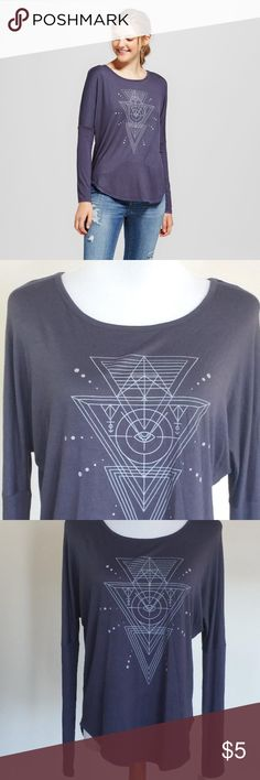 Women's Long Sleeve Mystic Image Keep your casual look radiant even on the comfiest of days with the Long-Sleeve Mystic Image Graphic T-Shirt from Zoe+Liv. This cool navy graphic tee features a white geometric design, a rounded hem and fitted sleeves, instantly upping the look of any outfit, whether you go casual in skinny jeans or you dress things up with a skater skirt. Zoe+Liv Tops Tees - Long Sleeve