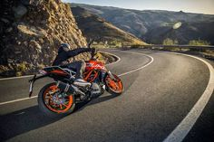 A first look at KTM's 2017 Duke which was unveiled at the 2016 EICMA show in Milan, Italy. Ktm 250 Exc, Ktm 300, Ktm Duke, Duke Bike, Clash Royale, Clash Of Clans, Beginner Motorcycle, Triumph Street Twin, Honda