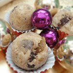 An Italian rum ball using gingersnaps, dates and raisins! This rum ball recipe was one of those Italian cookies recipes from my grandma.Love them at Christmas.See this and over 235 Italian dessert recipes with photos. Italian Fig Cookies, Italian Christmas Cookies, Christmas Desserts, Holiday Cookies, Christmas Goodies, Drop Cookie Recipes, Italian Cookie Recipes, Italian Desserts, Jelly Cookies