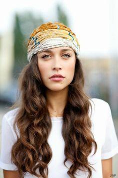 Headband with Loose wave curls - #hairstyle #hairlook #hairaccessory #loosewaves #loosecurls #hair - bellashoot.com
