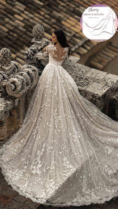 Fancy Wedding Dresses, Wedding Dress Train, Wedding Dress Trends, Princess Wedding Dresses, Elegant Wedding Dress, Wedding Dress With Gold, Dramatic Wedding Dresses, Long Wedding Trains, Vintage Wedding Gowns