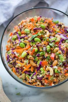 Quinoa tossed with a medley of fresh, crunchy veggies and drizzled with a delicious peanut sauce. Everyone always loves this fun and delicious and easy Thai quinoa salad. This Thai Quinoa Salad Thai Salads, Healthy Salads, Healthy Drinks, Healthy Foods, Vegetarian Recipes, Cooking Recipes, Healthy Recipes, Avocado Recipes, Quinoa Salad Recipes