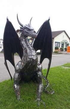 this metal dragon Fire Dragon, Dragon Art, Robot Dragon, Dragon Garden, Fantasy Dragon, Fantasy Art, Fu Dog, Dragon Statue, Scrap Metal Art