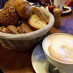 Guten Morgen #fitfam   Gestern ist der beste Freund von meinem Boo Papa von soooooooooo einem süßen Jungen geworden @ebkus muss mir einmal pro Stunde das Bild von dem Kleinen zeigen #soinlove  Ich lieg noch im Bettchen und schmuse mit und Das Bild ist von unserem #frühstück gestern  Habt ein schönes Wochenende #gutenmorgen #goodmorning #godmorgon #bonjovi #coffee #weekend #saturday #samstag #breakfast #motivation #lowcarb #instagood #instadaily #befit #cleanfood #cleaneating #cleanbreakfast…