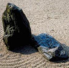 A Zen rock or sand garden can be small enough to fit on a desk or large enough t. A Zen rock or sa Zen Sand Garden, Ferns Garden, Garden Rake, Dry Garden, Garden Arbor, Garden Paths, Zen Garden Design, Japanese Garden Design, Balcony Design