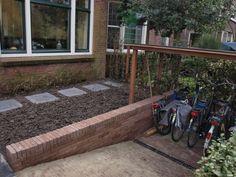 voortuin met fietsenberging - buitenskamers tuinontwerpen