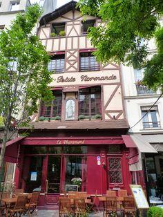 """au 24, rue de la Grande Truanderie, le restaurant """"le Pharamond"""" fondé en 1879 par Alexandre Pharamond."""