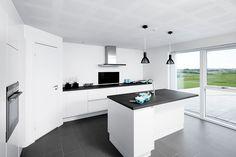 Et køkken i et af vores huse #hus #huscompagniet #vinkelhus #husinspiration #interiør #nybyg #nybyggeri #nythjem #hjem #bolig #indretning #køkken