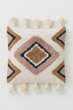 Putetrekk med dusker - Lys beige/Tåkerosa - Home All Boho Cushions, Diy Pillows, Decorative Pillows, Scatter Cushions, Throw Pillows, Needle Cushion, Diy Cushion, Cushion Covers, Pillow Covers