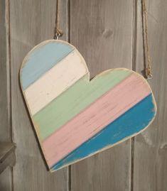 Barevné+srdce+Dřevěné+barevné+srdce.+Retro+styl.+Rozměry+:+Šířka+:+19+cm+Výška+:+19+cm