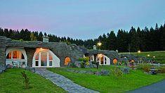 Feriendorf Auenland im Naturpark Thüringer Wald Hotels, The Hobbit, Around The Worlds, Mansions, House Styles, Image, Ballet Flats, Home Decor, Natural Bathroom