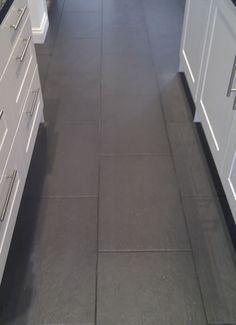 Tile Floor Diy, Floor Grout, Grey Floor Tiles, Tile Grout, Bathroom Floor Tiles, Kitchen Tiles, Kitchen Flooring, Slate Tiles, Gray Floor