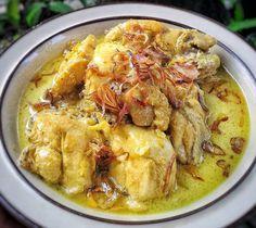 Delicious Opor Ayam Recipe for Eid Mubarak – Chicken Recipes Mie Goreng, Nasi Goreng, Malay Food, Indonesian Cuisine, Indonesian Recipes, Food Garnishes, Malaysian Food, Daily Meals, No Cook Meals