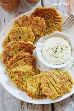 Pieczone placki warzywne | Tysia Gotuje Healthy Cooking, Healthy Eating, Cooking Recipes, Fingerfood Recipes, Good Food, Yummy Food, Vegetarian Recipes, Healthy Recipes, Best Appetizers
