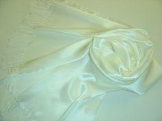 Hochzeit Stola 180x42cm Seidenschal weiß Fransen von Textilkreativhof auf DaWanda.com