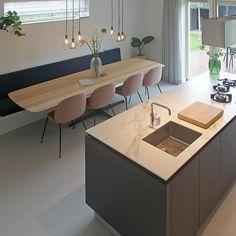 159 vind-ik-leuks, 3 reacties - Houtmerk (@houtmerk) op Instagram: 'Nog een keer onze maatwerk Still #tafel met stevige kruisvoet in #zwarte coating en verjongd…'