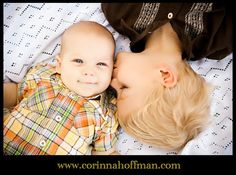 baby photo with big brother www.corinnahoffman.com