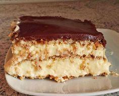 Zutaten 4 Beutel Puddingpulver (Vanillegeschmack) 240 g Zucker 1 1/2 Liter Milch, evtl. etwas mehr 4 Becher Schlagsah...