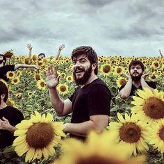 Pretty, pretty flowers 🌻🌻🌻 ⠀  ⠀ ⠀⠀  ⠀  ⠀  ⠀  ⠀ ⠀⠀  ⠀  ⠀  #dbtravels #sunflower  #summer #summer2017 #travellife #travelblogger #fun #friends #trip #adventure #prettyboy #travelgirl #sundayfunday #goodnight #sundayvibes