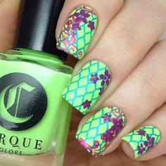 A little triple stampy goodness this morning, using @hit_the_bottle Psycho Pink, Call the Plumber and Blue-tiful stamping polishes. These polishes far exceeded my expectations, I love them!  They are all available to buy from @rainbow_c_uk  Base is the glorious @cirquecolors C.R.E.A.M, and the stamped images come from @uberchicbeauty 4-03.