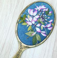 풍접초를 거울에 담았어요~~^^ . #야생화자수#자수#손자수#새틴자수#핸드메이드#꽃자수#자수타그램#롱앤숏스티치#거울자수 #embroidery#handembroidery#wildflower#handemade#stitch#needlework#ししゅう#刺繡 #broderie#bordadura#long&shortstitch