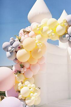 Bridal shower balloon garland in the prettiest spring palette. Photo: @sajephotog Bridal Shower Balloons, Tea Party Bridal Shower, Wedding Balloons, Butterfly Hair, Balloon Garland, Pretty Pastel, Event Styling, Vintage Tea, Wedding Vendors