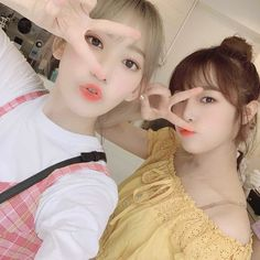Sakura Miyawaki, Yu Jin, Japanese Girl Group, Tom And Jerry, The Wiz, Pop Group, One Pic, Kpop Girls, Ulzzang