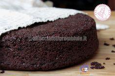 Il pan di spagna al cioccolato è una ricetta facile e veloce per uno dei più classici della pasticceria, perfetto come base per torte. E non contiene burro.