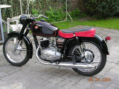 Classic Motors, Classic Bikes, Boy Toys, Toys For Boys, Bike Design, Cars And Motorcycles, Motorbikes, Photo Galleries, Vehicles