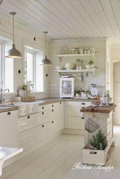 rustic cottage-style kitchen by bridget