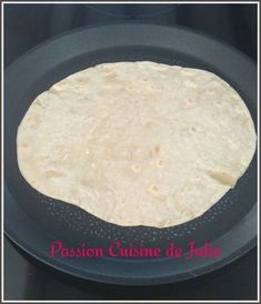 Pâte à wraps au thermomix Vegan Thermomix, Thermomix Desserts, Quesadillas, Kitchenaid, Wrap Recipes, Snack Recipes, Cooking Recipes, Cooking Classes Nyc, Cooking Chef