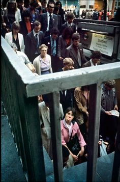 26 Delightful Pictures Of The London Underground In The And - Photographer Bob Mazzer has been documenting the London Underground for 40 years. Street Photography People, London Street Photography, London Underground, Urban Photography, Film Photography, Grunge Photography, Minimalist Photography, Classic Photography, Color Photography