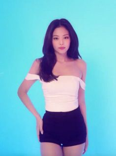 """her body is so sickening 🥵"" Kpop Fashion Outfits, Blackpink Fashion, Kim Jennie, Kpop Girl Groups, Kpop Girls, Korean Girl, Asian Girl, Blackpink Video, Kim Jisoo"