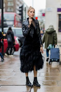 38 of the Coolest Outfit Ideas from London Fashion Week : Best Street Style - London Fashion Week Fall 2016 Teen Vogue, Fashion Week, Look Fashion, Womens Fashion, Fashion Trends, Fashion Ideas, Fall Fashion, Lolita Fashion, Fashion Boots