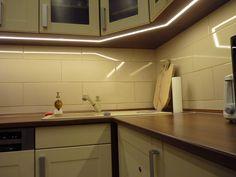 A konyhaszekrény szélétől 10 cm-re van besüllyesztve az alumínium LED profil. Ennek előnye, hogy a belefektetett 120 ledes 3528 szalag fénye kifelé vetődik, több fény jut oda, ahová a kezünk elér :)   Super fény mosogatáshoz, hús klopfoláshoz, csirke pucoláshoz, kenyér szeleteléshez, gyümölcs torta díszítéséhez is :D Bathroom Lighting, Kitchen Cabinets, Modern, Furniture, Home Decor, Bathroom Light Fittings, Bathroom Vanity Lighting, Trendy Tree, Decoration Home