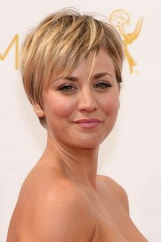 Kaley Cuoco J N Short Layered Haircuts, Haircuts For Fine Hair, Pixie Hairstyles, Pixie Haircut, Short Hairstyles For Women, Cool Hairstyles, Short Hair With Layers, Short Hair Cuts, Short Hair Styles