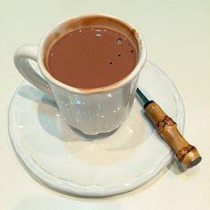 o melhor( e também o mais calórico) chocolate quente  do mundo....mas deve ficar diiiiivino!