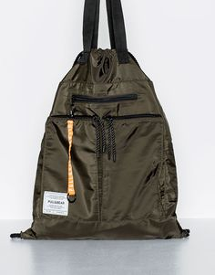 This Spring Summer 2020 try an alternative look with backpacks for men at PULL&BEAR. Printed, canvas or leather backpacks & belt bags for men. Crossbody Messenger Bag, Backpack Bags, Lightweight Backpack, Fabric Bags, Nylon Bag, Shopper Tote, Kids Bags, Cute Bags, Travel Bags