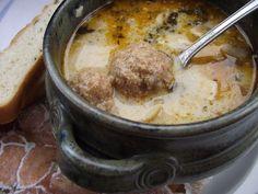 Tartalmas leves, főleg disznóvágás idején sokszor készítik. A gombócok akkor az ízesített kolbászhúsból készülnek, de készülhet jó minősé... Ciabatta, Fondue, Healthy Living, Pork, Cheese, Meat, Ethnic Recipes, Finger, Kale Stir Fry
