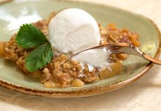 Dig into meltingly tender spiced apples with a comforting brown sugar and oat topping in record time. Using a pressure cooker instead of a conventional oven speeds up the process so you can skip the labor and get straight to the love.