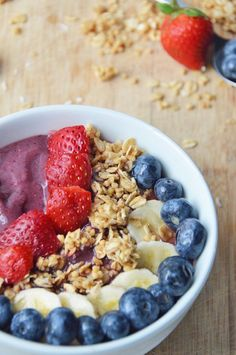 Acai Smoothie Bowl 17 Smoothie Bowls That Are Almost Too Pretty To Eat Vegan Mac And Cheese, Nutritious Breakfast, Breakfast Recipes, Breakfast Ideas, Muffin Recipes, Yummy Smoothies, Smoothie Recipes, Herbalife, Clean Eating Snacks
