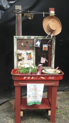 From The Alley To The Gallery: Garden potting bench anyone??? I just love this - and its RED! --E