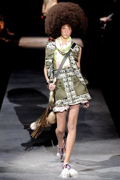 Louis Vuitton Spring 2010 Ready-to-Wear Fashion Show - Karlie Kloss (IMG)