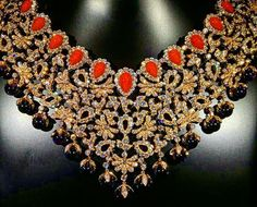 """""""Stunning #necklace set with gold, diamonds, sapphire and pearl by #vancleefarpels  #jewelry…"""""""