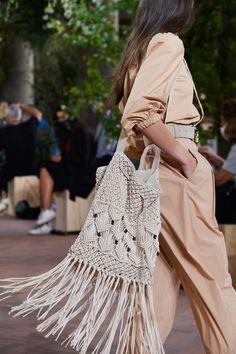 Milano Fashion Week, Summer Fashion Trends, Latest Fashion Trends, Spring Summer Fashion, Boho Fashion, Fashion Show, Womens Fashion, Fashion Design, Knitwear Fashion